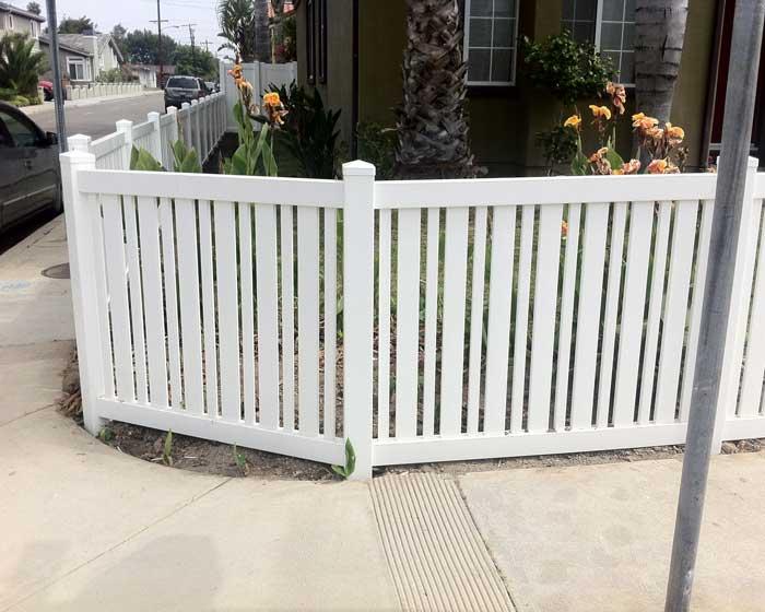 Alternating picket fence