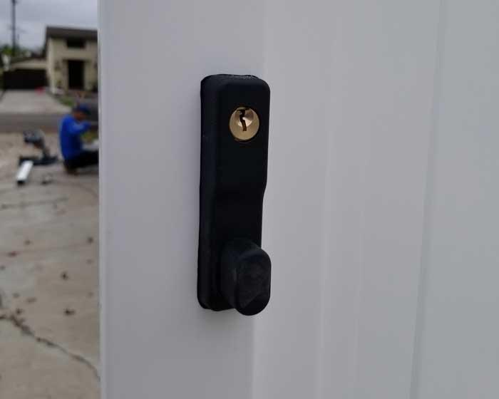 Gate key latch