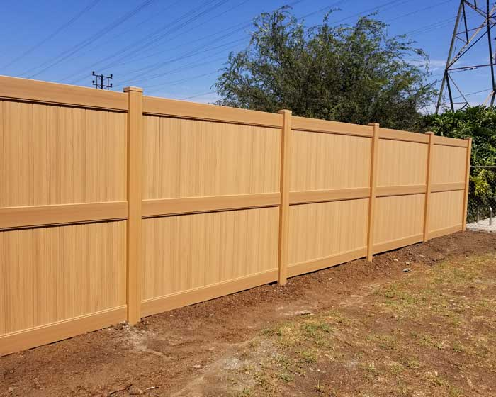 Privacy fence with middle rail